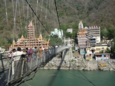 Brücke über den Ganges in Rishikesh